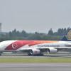 シンガポール建国50周年塗装のA380、成田出発 9日は式典参加