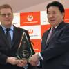 JAL、定時到着率首位で表彰 植木社長「お客さまに育てられて獲得」