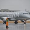 曇り空に溶け込むシルバー 写真特集・FDAの10号機到着