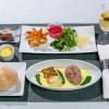 JAL、国内機内食に沖縄食材 アグー豚など、17年1月