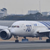 ANAの787初号機、通常塗装へ 伊丹に到着、15日から再塗装