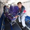 20分間で全席機外へ運び出す 写真特集・HACのサーブ340B新シート換装作業(前編)