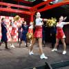 JALのCAダンスチーム「JETS」、羽田で地上係員と共演