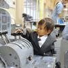 長崎空港、空の日イベント 航空6社、子ども向け制服試着
