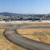 伊丹空港、新降車レーンが20日開業 5分超は有料、駐輪場など収益化進む
