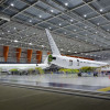 MRJ、塗装工場で初塗装 垂直尾翼にMRJ90ロゴ