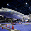 重さ100t強!787が宙に浮く 初号機ZA001をジャッキアップ、中部空港Flight of Dreams