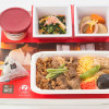 JAL、「賛否両論」笠原シェフ監修の機内食 半月ごと6種類