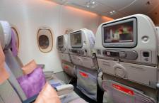 エミレーツ航空のエコノミー、シート幅はプレエコ並み