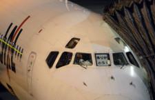 操縦席に「ありがとう!」MD-90、JAL最終便で17年の運航に終止符