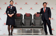 JAL、国内線本革シートお披露目 新仕様機スカイネクストは5月就航