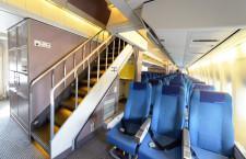 ジャンボらしさ示す階段 写真特集・ANAの747-400D メインデッキ編