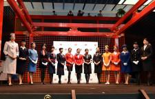 JAL、客室乗務員の歴代制服ファッションショー JEX合併前に初登場