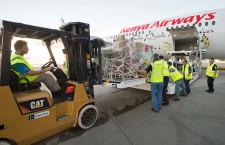 ボーイングとケニア航空、787で人道支援 子どもたちに医療品