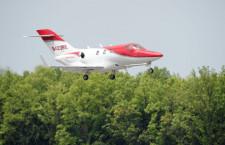 ホンダジェット、熊本でデモ飛行 九州初飛来
