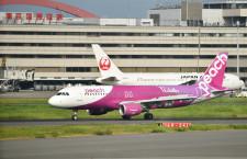 ピーチ、国内LCC初の羽田便 台北行き初便、台風で夕方出発