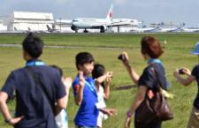 滑走路脇で迫力の離着陸見学 競争率28倍、成田で夏休み教室