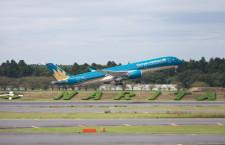 ベトナム航空のA350、成田初飛来 商業飛行では日本初
