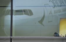 キャセイパシフィック航空、新塗装機が羽田到着 写真特集・シンプルデザインの777-300ER