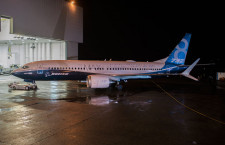 ボーイング、737 MAX 8ロールアウト 16年初頭に初飛行
