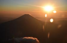 御来光と初富士に拍手 写真特集・初日の出フライト2016(JAL編)