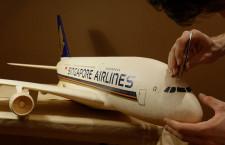 シートは手のひらサイズ シンガポール航空のA380、ペーパークラフトで再現