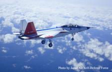 国産ステルス実証機X-2、初飛行成功