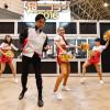 JAL社員とCA、ニコニコ超会議でキレッキレのダンスを踊ってみた