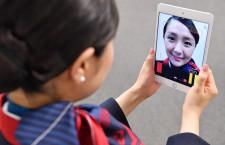 """資生堂、JALの客室乗務員と""""笑顔力アプリ""""開発 17年以降実用化へ"""