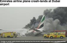 エミレーツ航空機、胴体着陸で炎上 全員無事