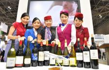 スカイチーム、現役CAが自慢のワイン披露 ツーリズムEXPOで競演