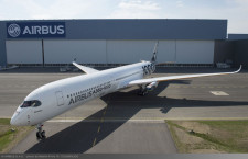 エアバス、カーボン模様のA350-1000ロールアウト 飛行試験2号機
