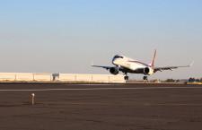 MRJ、米国へ到着 フェリーフライト成功