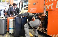 羽田リムジンバス、ロボットスーツ「HAL」導入 荷物搭載で腰の負担軽減