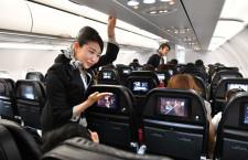 スターフライヤー、A320の14号機お披露目 新制服CAが出迎え
