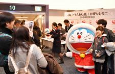 JAL、ドラえもんジェット国内線就航 17年5月まで