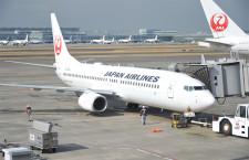 JAL、737-800就航10年周年 CA、式典で歴代制服