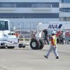 JALとANA、グラハンで交流 成田でプッシュバック競技共催