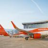 イージージェット、A320neo初号機受領 LEAP機、機体に「NEO」