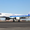 ANA塗装のMRJ、パリ到着 欧州初上陸、航空ショー初出展へ