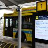 成田空港、連絡バスの運行状況示す多言語デジタルサイネージ