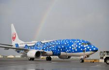 JTA、新ジンベエジェット就航 虹に彩られた那覇から初便出発