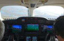 """""""空飛ぶスポーツカー""""ホンダジェット操縦リポート 静かな機内と飛ばす楽しさが印象的"""