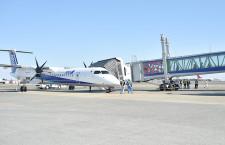 宮崎空港、Q400対応の搭乗橋 国内初導入、ビルから機体まで直接乗降