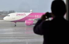 ピーチ、新潟-関西就航 悪天候で遅延も拍手湧く