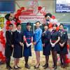 JAL、シンガポール就航60周年 CA、歴代制服を披露