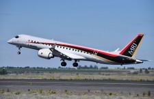 MRJ、米モーゼスレイクで飛行試験初公開 ファンボロー航空ショーにはANA塗装機