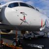 MRJ、2日目の飛行展示中止 けん引車が接触