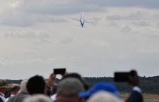 翼大きく振ってフライト復帰 写真特集・ファンボロー3日目のMRJ飛行展示