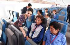 シンガポール航空、787-10中部就航 重工社員招く